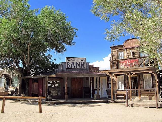 Bank di Pioneer Town