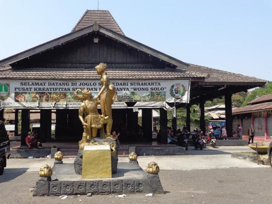 Objek Wisata Taman Sriwedari Surakarta