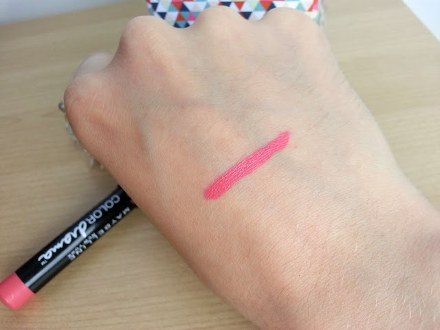 swatch color drama in with coral