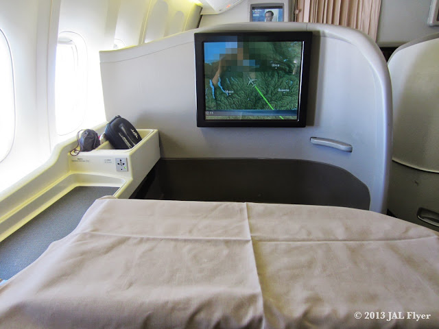 JAL First Class trip report on JL005: table linen for JAL First Class