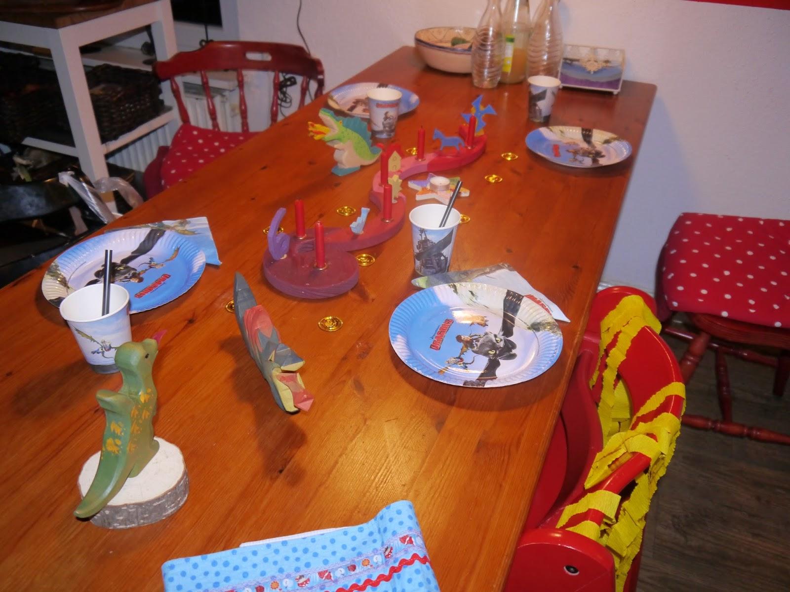 emdlich 6 geschenke und kjells ohnezahn drachen kuchen die weltenbauer. Black Bedroom Furniture Sets. Home Design Ideas