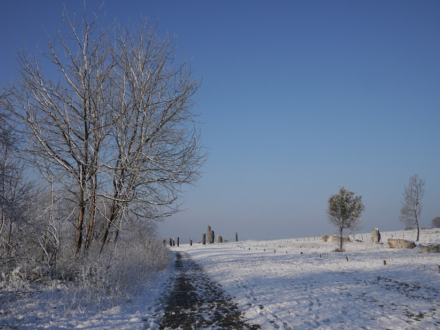 Les Alignements du Moulin , lande de Cojoux, saint just, sous la neige
