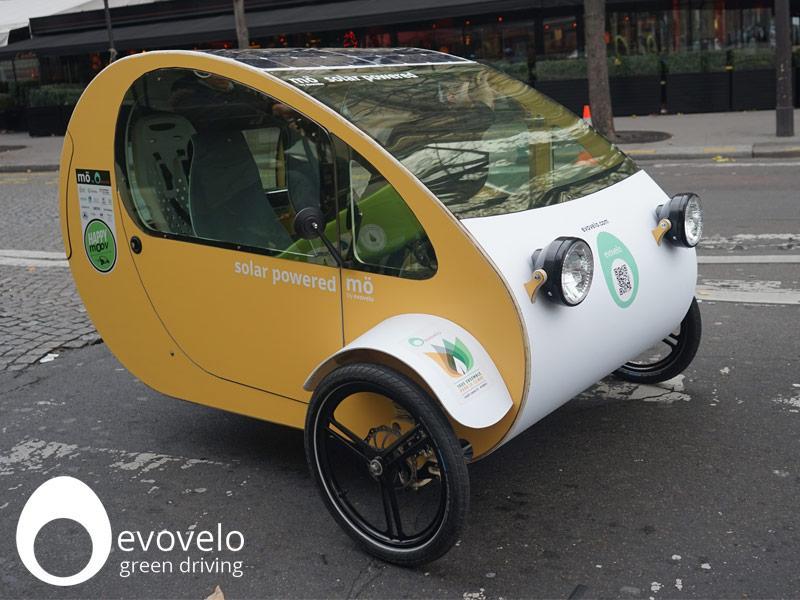 mo coche eléctrico español con placas de energía fotovoltaica 1 - foto by evovelo