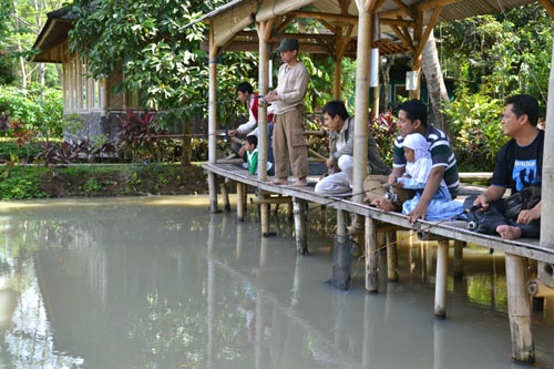 Pondok Rizki, Perpaduan Restauran dan Tempat Memancing