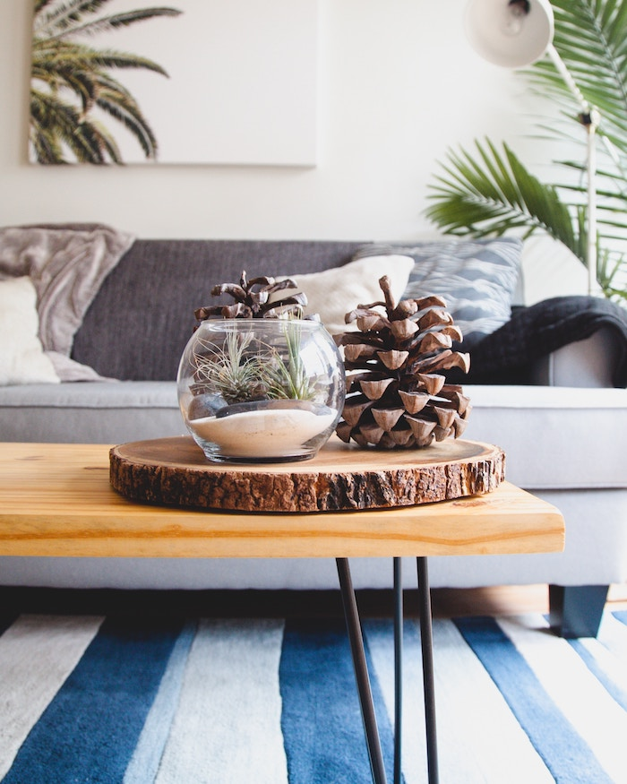 Mesa de madera con patas de horquilla
