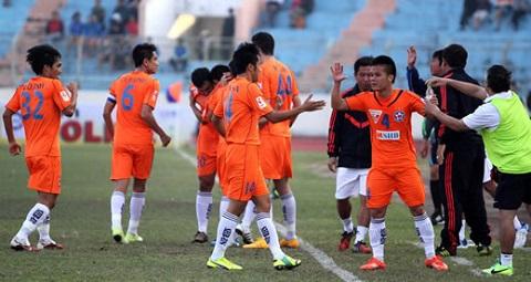 Các cầu thủ thể hiện sự quyết tâm trước khi ra sân
