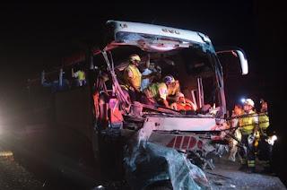 Grave accidente de autobús en autopista La Tinaja – Cosoleacaque, 17 heridos