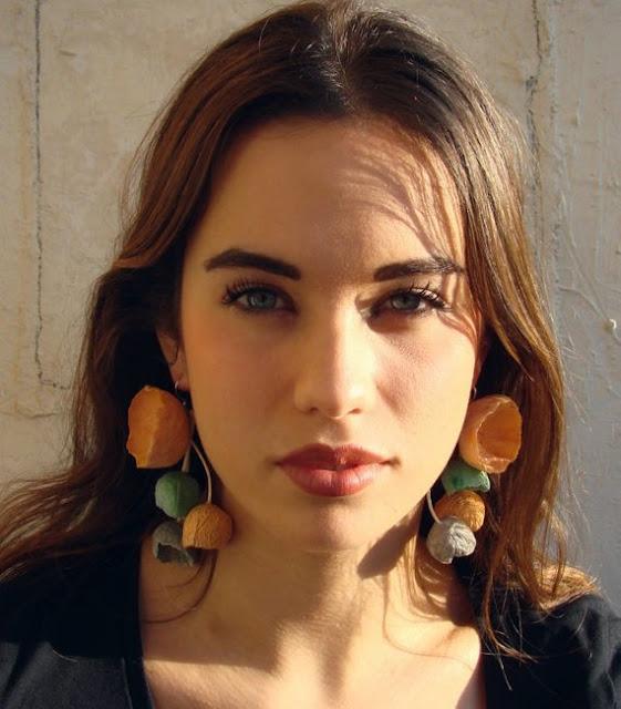 Gioielli di carta contemporanei, orecchini in cartapesta di Alessandra Fabre Repetto