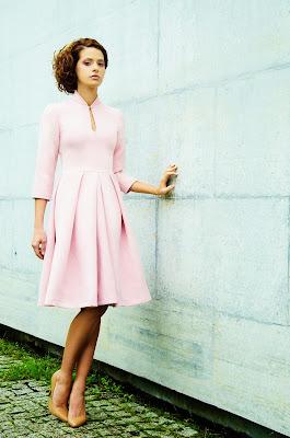 Carla, vestido de jacard rosa de Alalá
