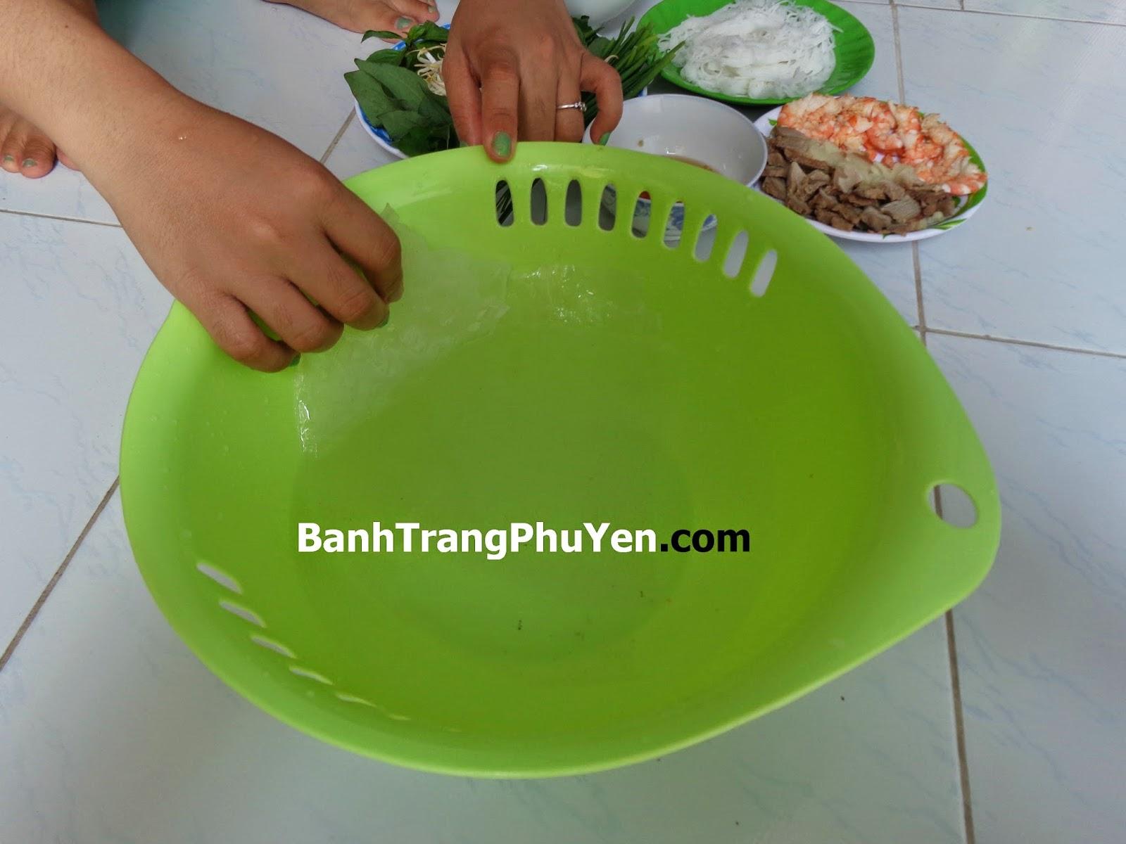 Dac-San-Phu-Yen-Banh-Trang-Hoa-Da-banh-cuon-tom-thit
