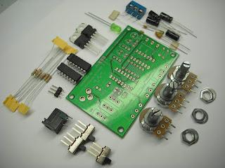 En algunas tiendas de componentes podemos comprar circuitos prediseñados, en forma de kits para ensamblar, excelentes para aprender electronica.