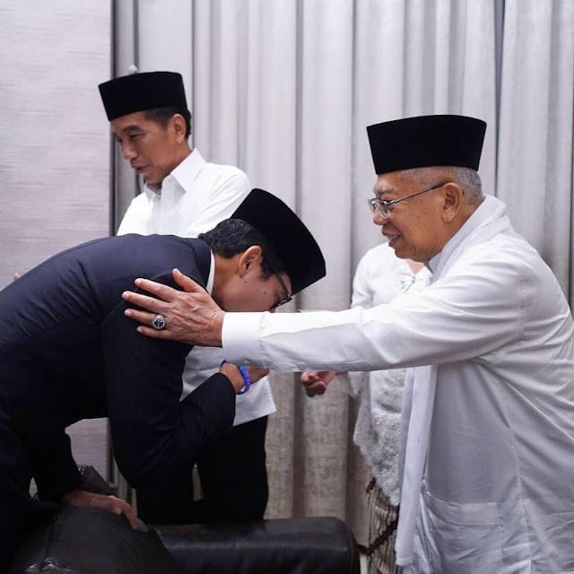 Kata Sandi soal Cium Tangan Ma'ruf Amin dan Pijatan ke Prabowo