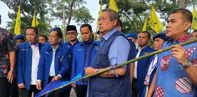 Mengalah, SBY Minta Semua Atribut Partai Demokrat Diturunkan