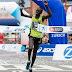 Kipkemoi, quien fuera 'liebre' para un atleta paralímpico en Rio, ahora gana la maratón de Barcelona