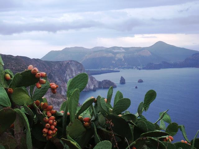 Isole Eolie - Vulcano vista da Lipari