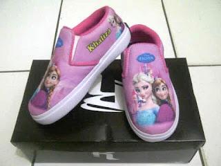 Gambar Sepatu Anak Perempuan Motif Frozen