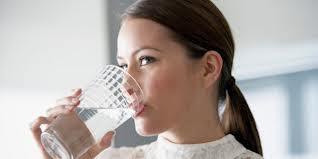menciptakan Anda merasa kenyang lebih usang  4 Manfaat Minum Air Putih yang Tak Terduga