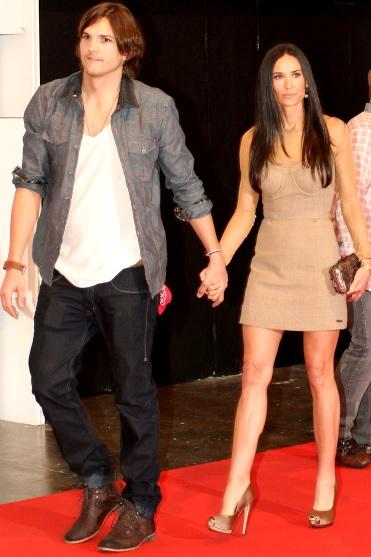 Foto de Demi Moore caminando con su ex esposo Ashton Kutcher