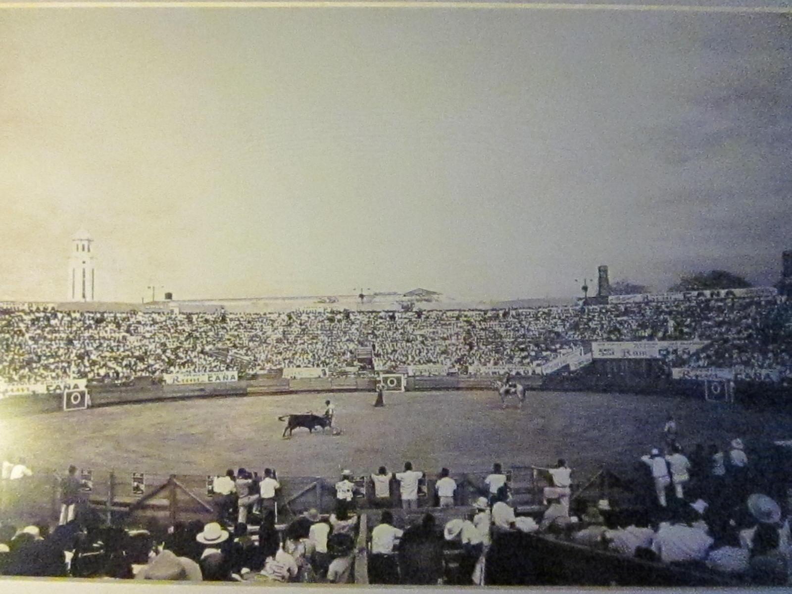Lumang Tao Moments Old Bull Fighting Ring Near Manila
