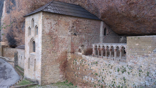 Monasterio Viejo al inicio del durísimo último km de San Juan de la Peña