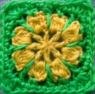 http://translate.googleusercontent.com/translate_c?depth=1&hl=es&prev=/search%3Fq%3Dhttp://theyarnbox.com%26safe%3Doff%26biw%3D1429%26bih%3D984&rurl=translate.google.es&sl=en&u=http://www.mooglyblog.com/riley-flower-square-motif/&usg=ALkJrhhvSAK75fDKssr2W7DvqSvaPIpZ4Q