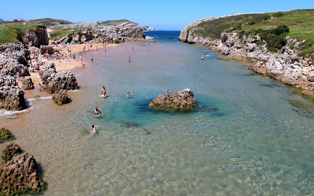 Playa de la isla Virgen del Mar en la Costa Quebrada