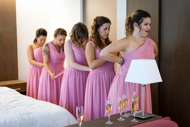Robes de demoiselle d'honneur violettes courtes plissé