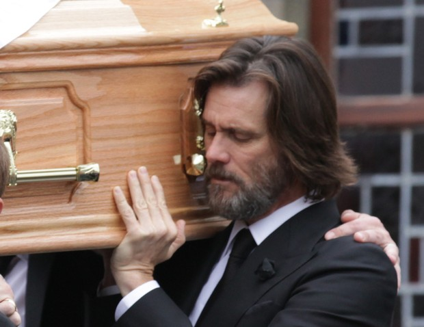 Jim Carrey carries the coffin of girlfriend at the funeral