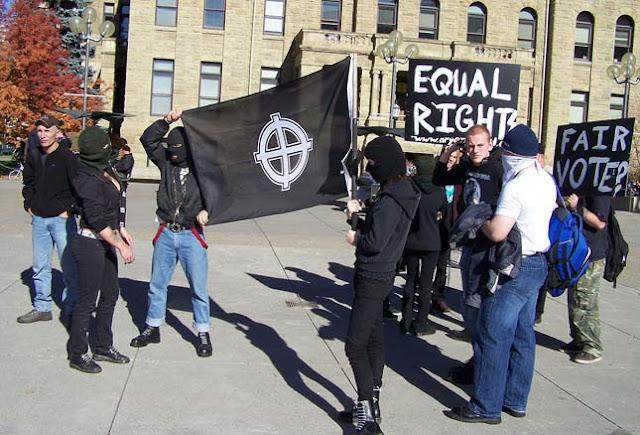 Ősi szimbólumok, mint modern gyűlöletjelképek