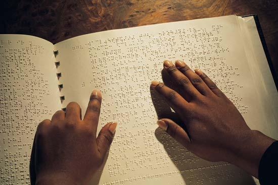 Καλοκαιρινά μαθήματα συστήματος γραφής και ανάγνωσης τυφλών Braille