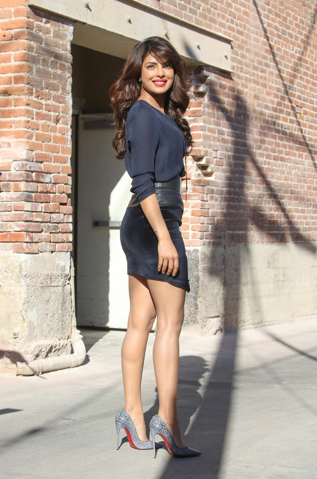 Priyanka Chopra flaunts legs for Jimmy Kimmel Live