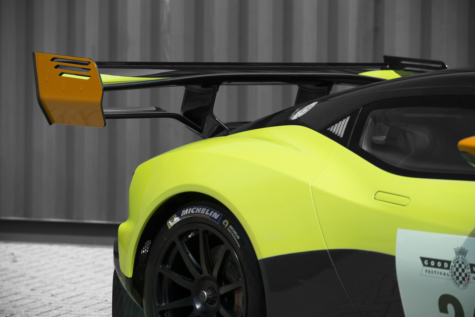 Aston Martin Vulcan Makin Liar Dengan Paket Amr Pro Baru