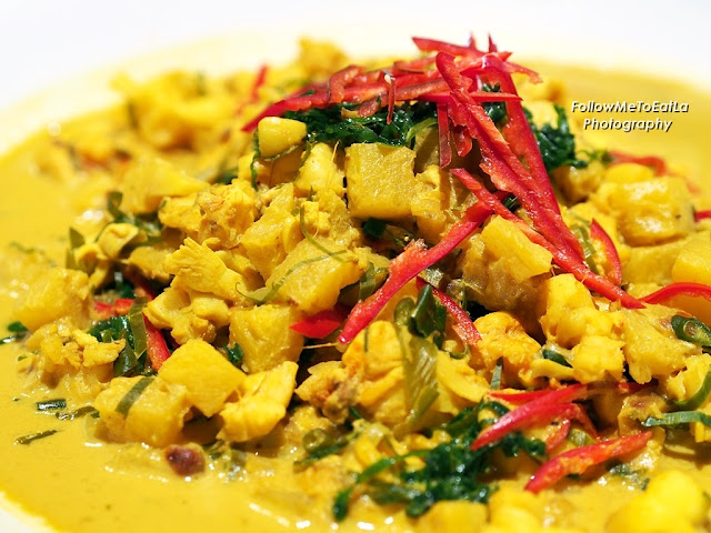 Lobster In Turmeric Coconut Gravy With Pineapple