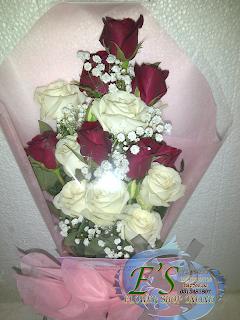 bunga tangan mawar merah putih segitiga