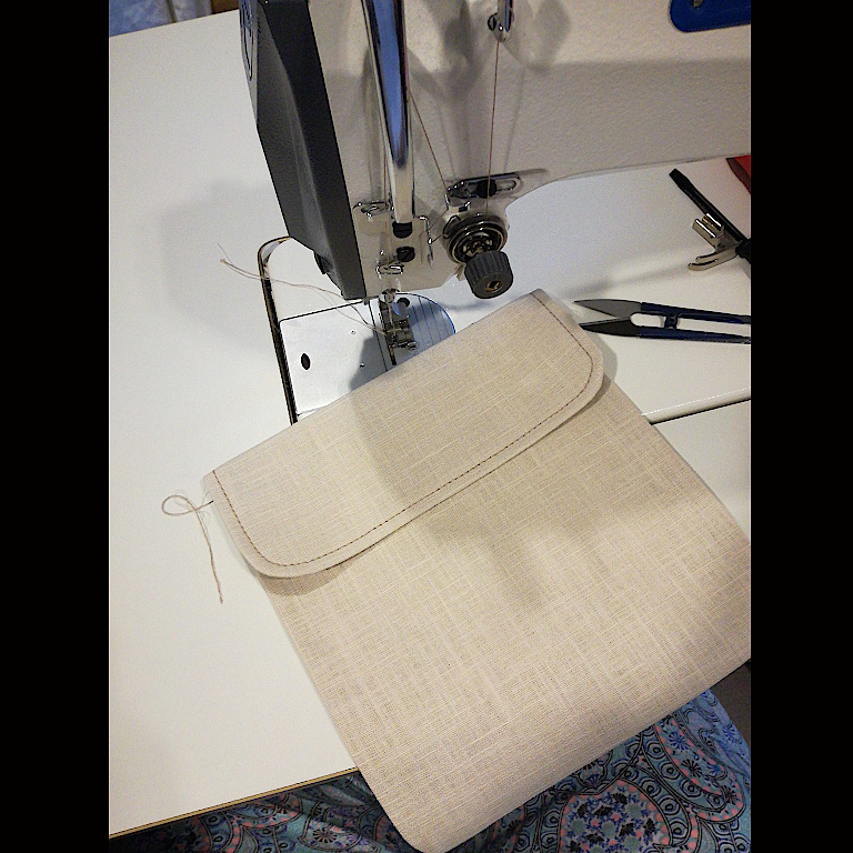 cbf26fd826c EN Summary  Today I m sharing a simple way of sewing patched pockets with a  decorative flap integrated with the pocket itself. Keep reading (disable ...