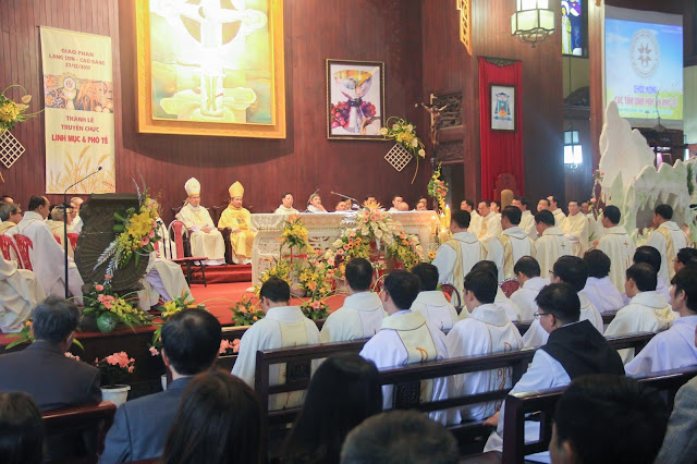 Lễ truyền chức Phó tế và Linh mục tại Giáo phận Lạng Sơn Cao Bằng 27.12.2017 - Ảnh minh hoạ 182