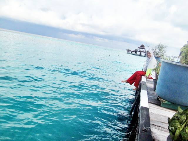 Jilbab Travel Blogger Explore Maratua Island Indonesia