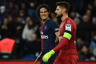 Edinson Cavani was forced off injured just days before Paris Saint-Germain's Champions League encounter with Manchester United.