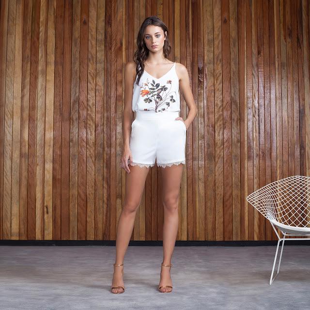o shorts off white é curinga e ganha perfume delicado com o detalhe em renda