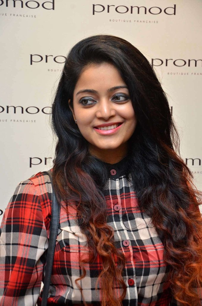 Janani Iyer During The Launch of Autumn Winter Collection 2017 Stills