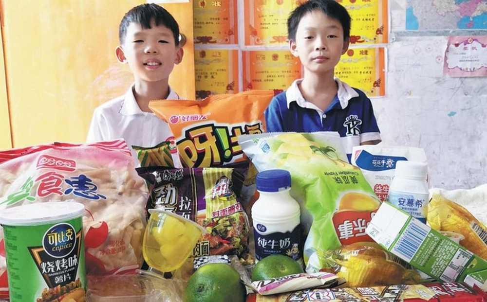 Anak-anak SD Usaha Jasa Titip Beli Camilan (detik.com)