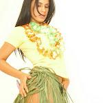 Andrea Rincon, Selena Spice Galeria 13: Hawaiana Camiseta Amarilla Foto 25