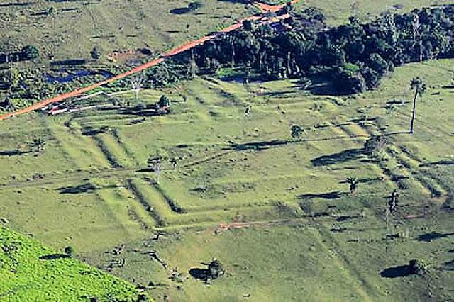 Um dos geoglifos visualizados por via aérea graças ao desmatamento