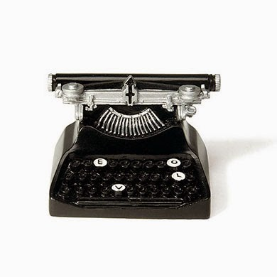WeddingStar vintage typewriter place card holder