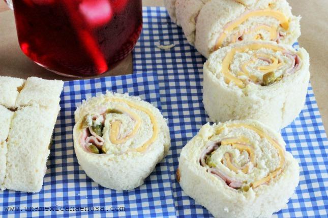Rollitos de pan blanco con Jamón y Queso