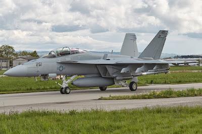 Super Hornet auf dem Rollweg in Payerne