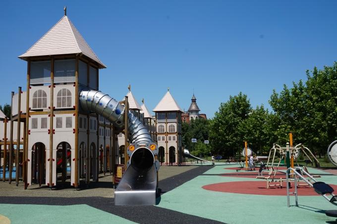 Bukarest, Romania ja lasten kanssa matkustaminen. Parhaat leikkipuistot!