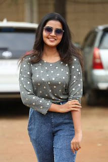 Malayalam Actress Anupama Parameshwaran In Tight Blue Jeans (3)