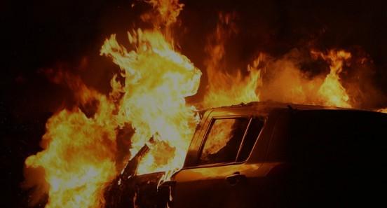 Αποτέλεσμα εικόνας για Η φωτογραφία κατοίκου της Νέας Φιλαδέλφειας από το καμένο αυτοκίνητο