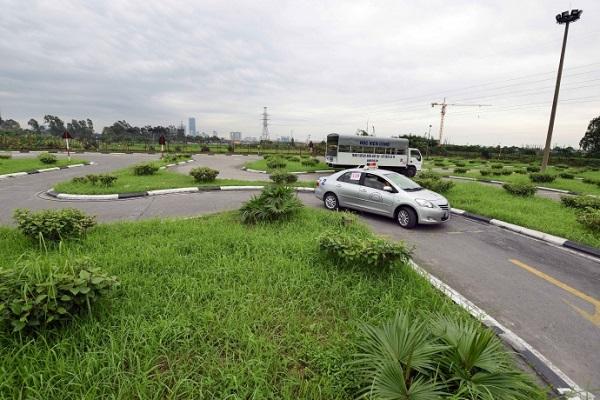 Kỹ thuật lái xe qua đường vòng quanh co trong sa hình